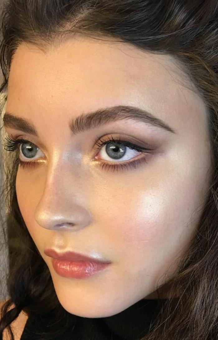 maquillage naturel yeux bleus, cheveux chatains et yeux bleus