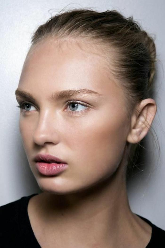 maquillage naturel, lèvres couleur nude, yeux discrètement soulignés