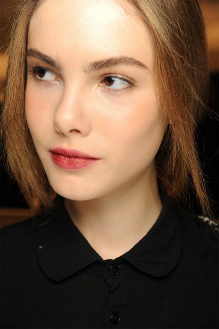 maquillage nude, maquillage simple et lèvres accentuées