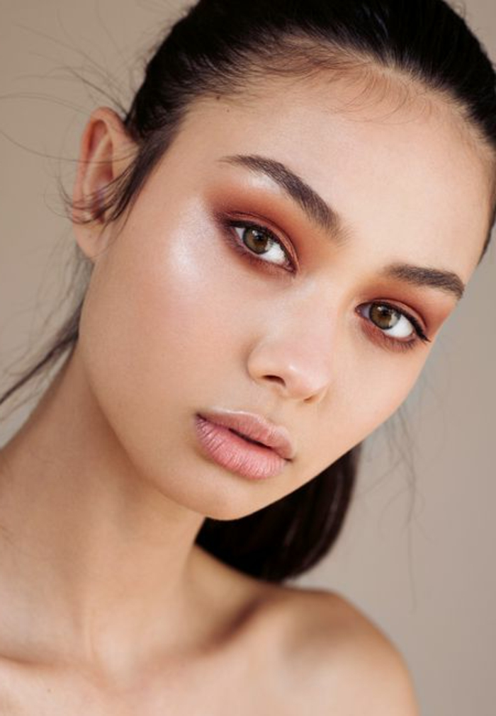 maquillage yeux naturel, teint éclatant et smokey eye couleur marron orange