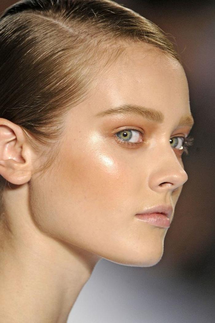 maquillage yeux naturel, fard à paupières orange et teint de visage illuminé