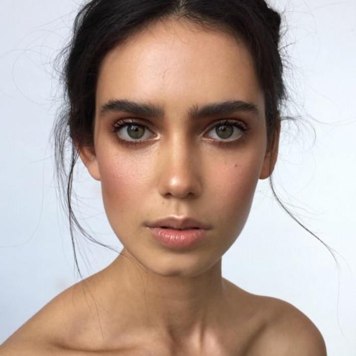 maquillage yeux naturel, yeux verts simplement soulignés