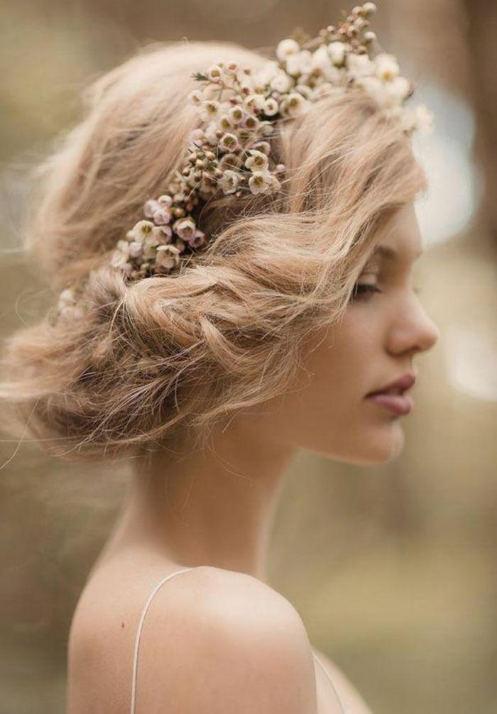 Jolie coiffure boheme mariage accessoire boheme petits fleurs
