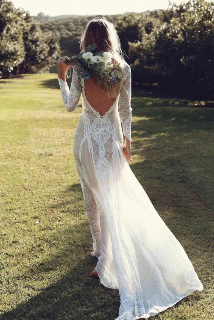 la vision parfaite pour un mariage bohème, robe de mariée dentelle à dos décolleté
