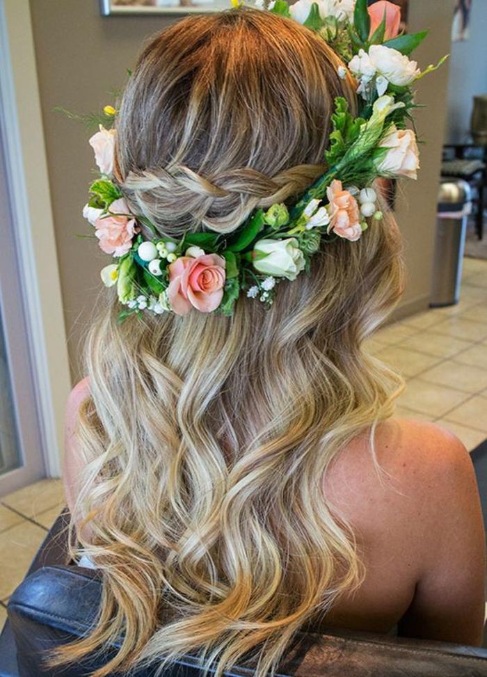 La coiffure mariee boheme coiffure bohème mariage couronne de tresse et fleurs