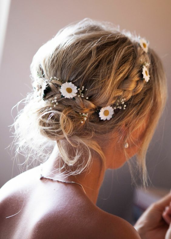 coiffure mariage tresse fleur great coiffure mariage tresse fleur with coiffure mariage tresse. Black Bedroom Furniture Sets. Home Design Ideas