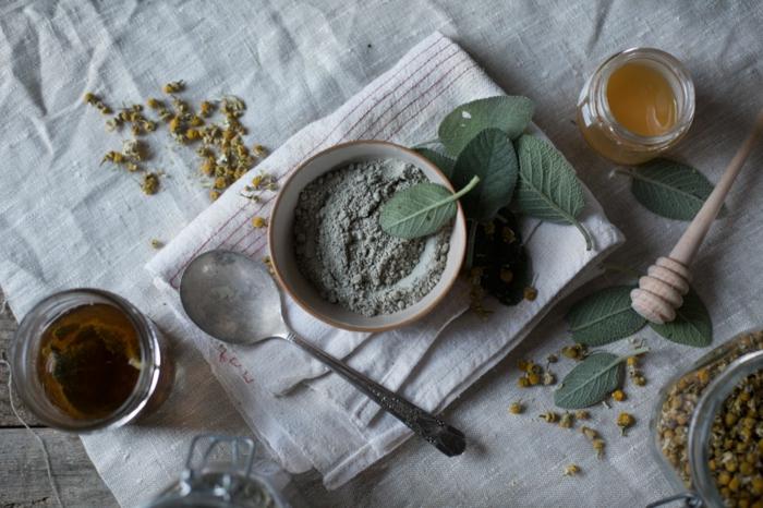 recette de base de masque à l'argile, une masque nettoyante et détoxifiante