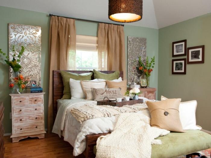 comment faire un lit au carré, parquet en bois, murs verts, tête de lit en bois
