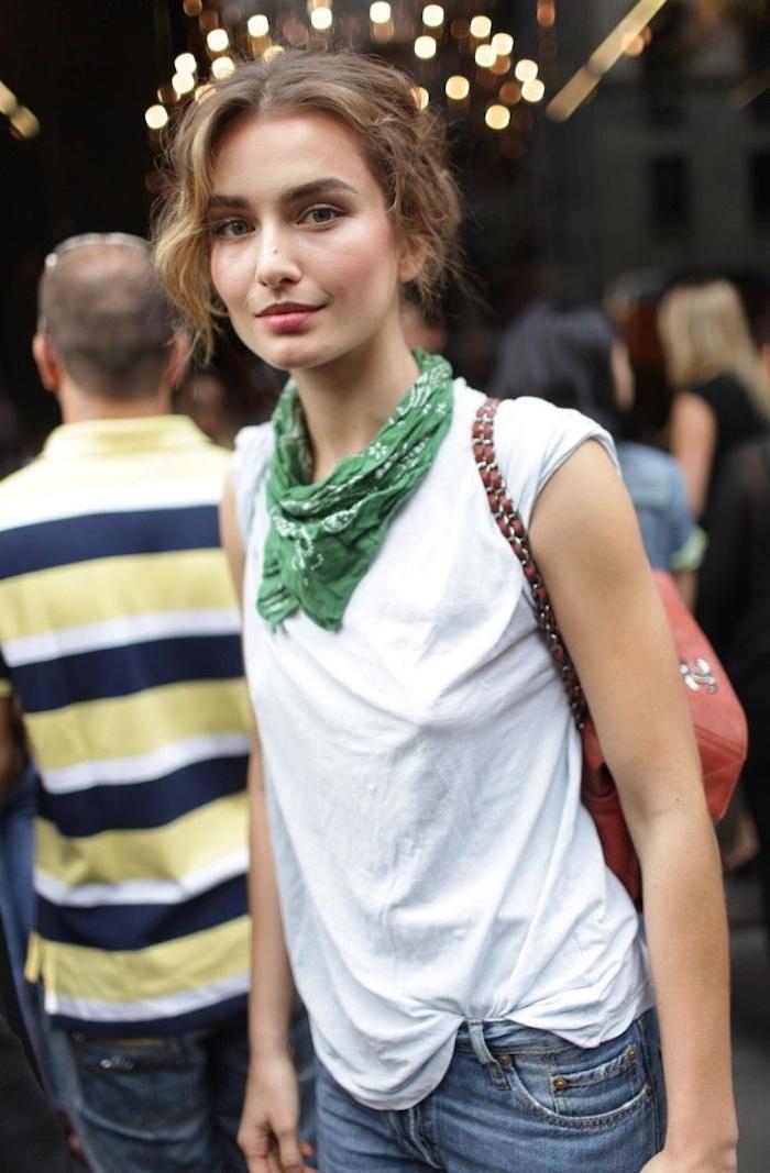 comment mettre un bandana foulard vert pour femme