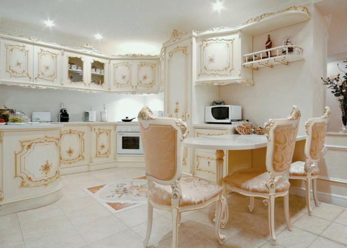décoration baroque, meubles de charme, cuisine blanche avec déco dorée