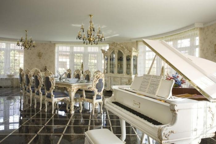 meubles de charme, salle à manger, décoration baroque, piano, papier peint à motifs floraux, plafond blanc