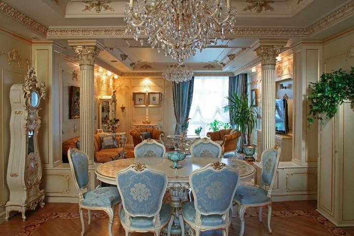 mobilier baroque, deco baroque, parquet en bois, plafond avec déco dorée, colonne décoratives