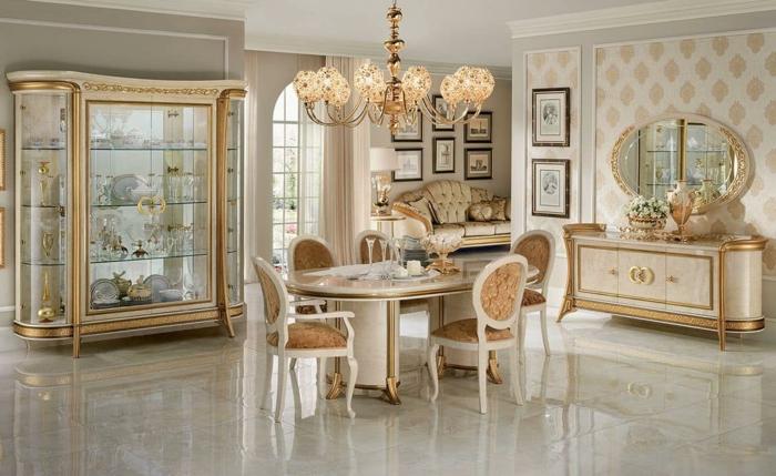 deco baroque, grand miroir, papier peint, meubles de charme, plafond avec déco en plâtre