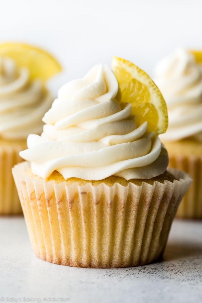comment faire des cupcakes sans oeufs, idée muffin au citron et à la vanille sans oeufs, recette muffins sans oeufs
