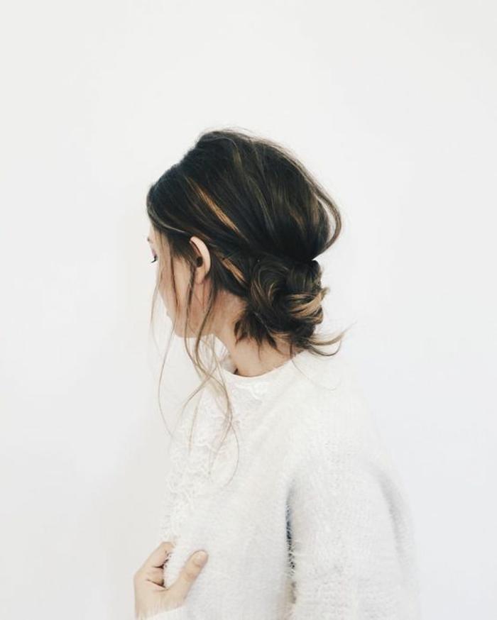 Ravissante coiffure mariée boheme coiffure hippie tresse chignon bas