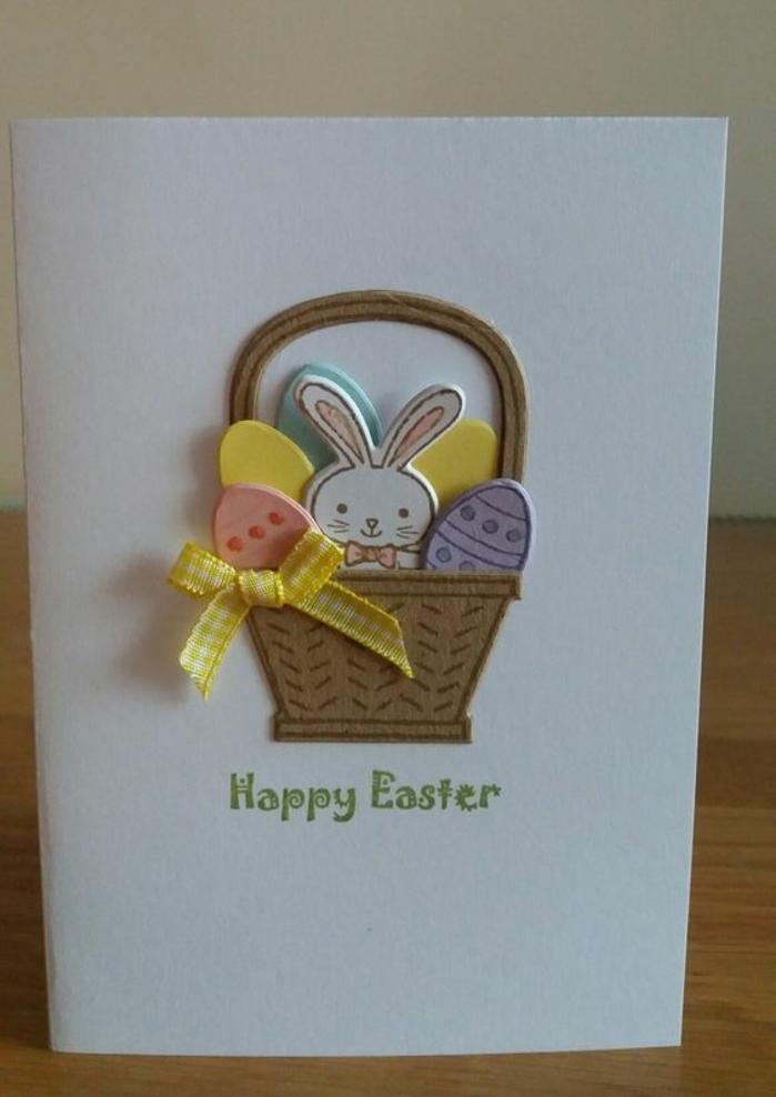 panier de paques, rempli d oeufs de paques colorés, lapin de paques blanc, panier de paques, idée de carte joyeuses paques