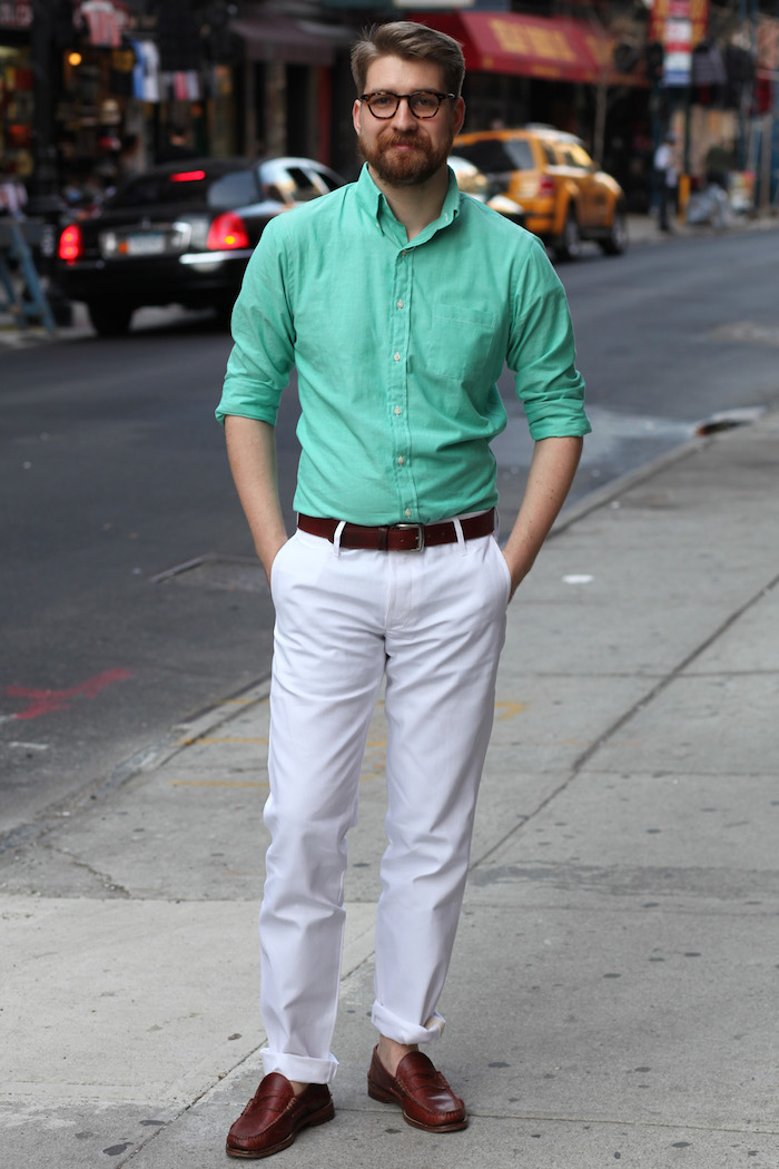 pantalon blanc homme classe chemise vert pomme