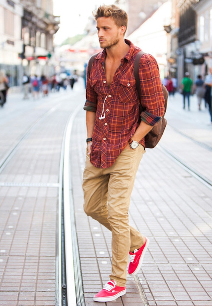 pantalon camel coupe chino homme beige vans rouges