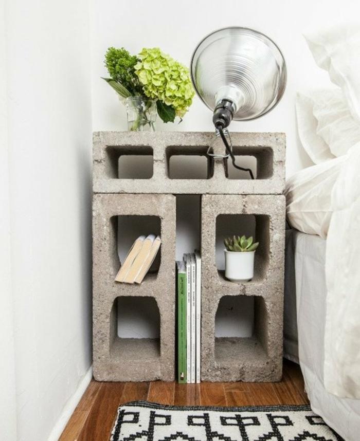 block de béton parpaing pour créer une déco chambre, rangement plantes, livres, idee creation deco, linge de lit blanc, tapis en noir et blanc, diy facile