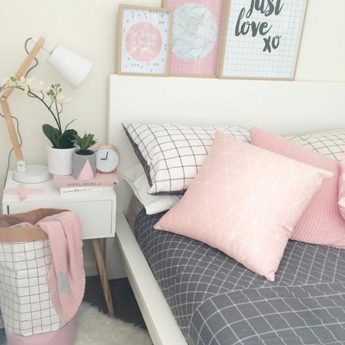 linge de lit blanc, gris et rose à motifs géométriques, table de nuit blanche, lit blanc, coussins rose, tapis blanc, détails rose clair, deco chambre fille