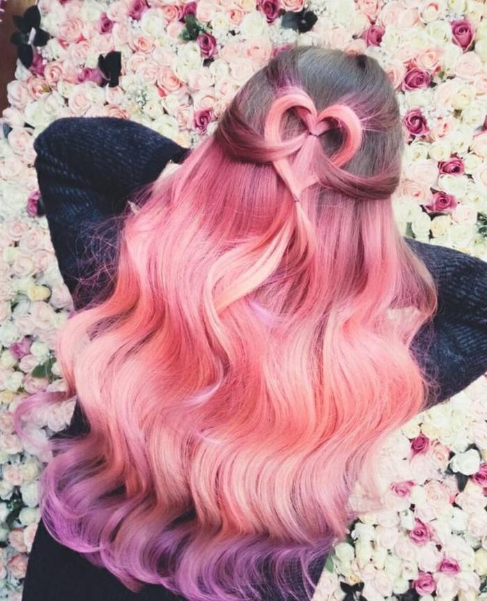 fille cheveux rose, coiffure ombré rose, décoration cheveux cœur, boucles légères