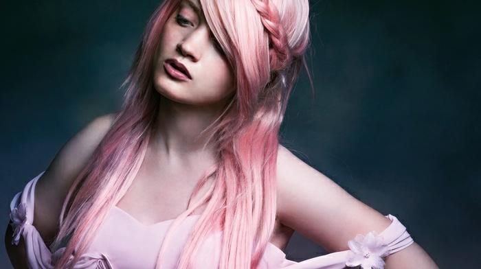 coloration cheveux rose, coiffure rose pastel, tresse, cheveux longs et raides
