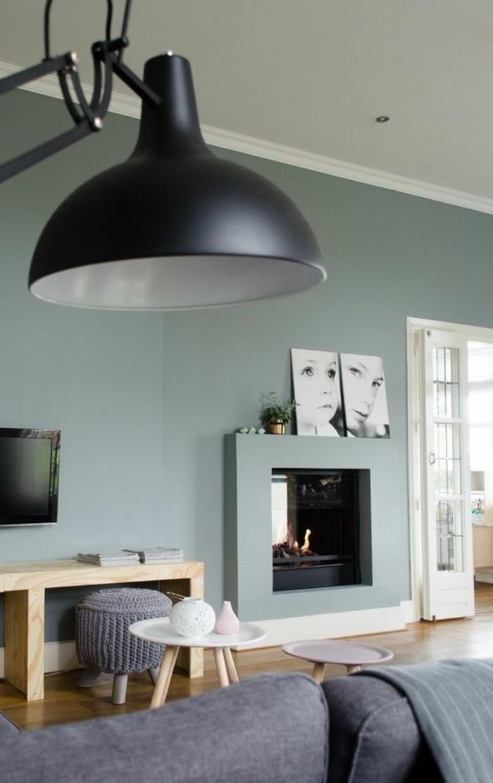 peinture glycéro grisen grande lampe de sol, petite cheminée murale