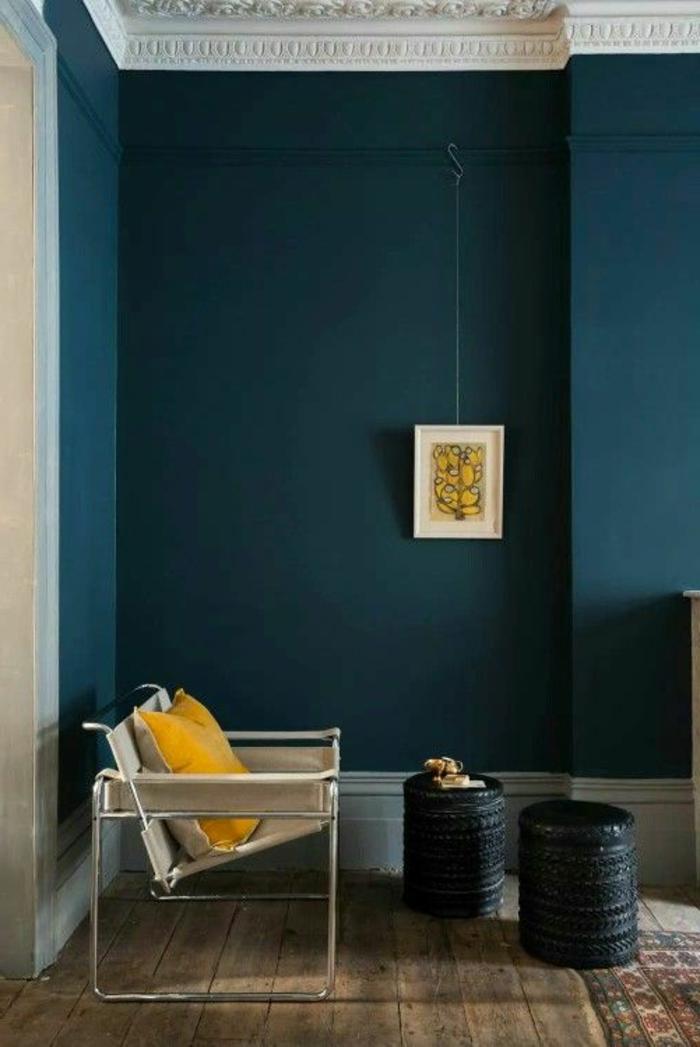 peinture bleu canard, couleur canard au mur, tables originales en pneus recyclés