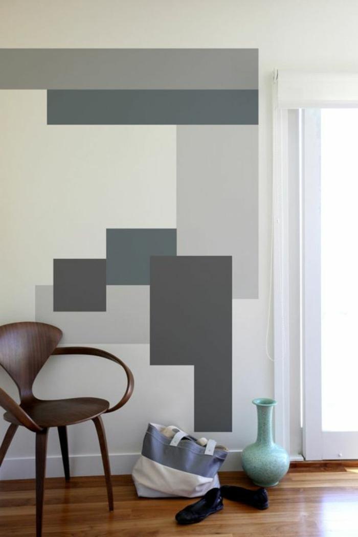 peinture glycéro, figures géométriques sur le mur et une chaise élégante en bois