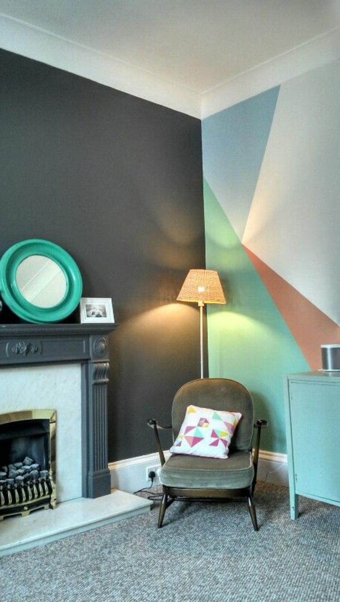 peinture acrylique mur, chaise grise, miroir rond vert et cheminée décorative