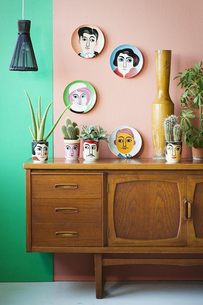 peinture murale en deux couleurs, commode en bois vintage