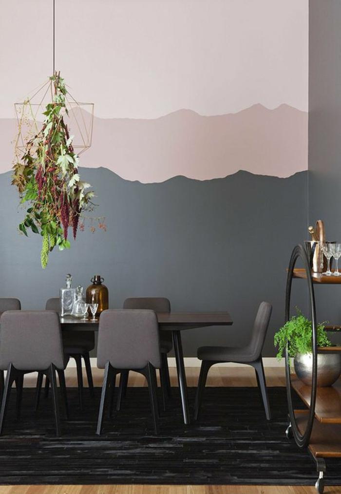 peinture murale en trois couleurs, table à manger et chaises modernes