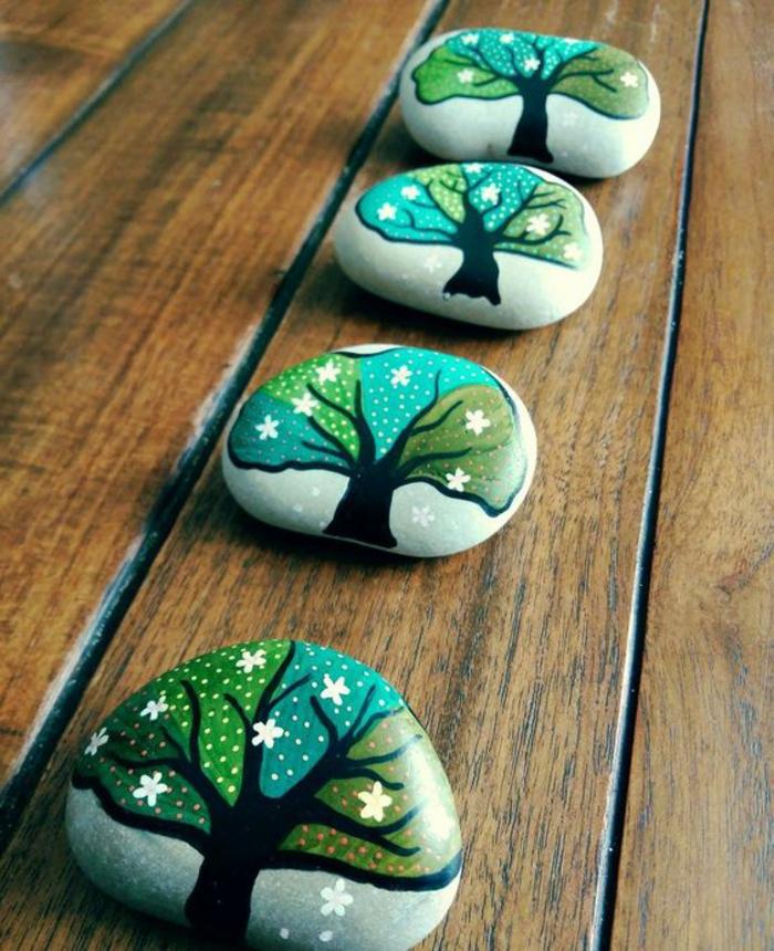 peinture sur galet, arbres décoratifs dessinés sur galets