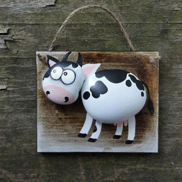 peinture sur galets, vache faite avec deux galets