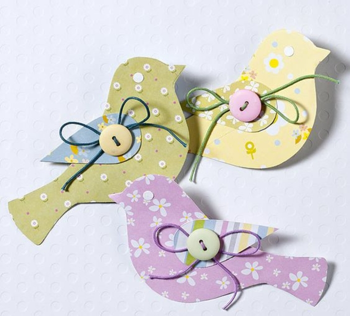 oiseaux en papier à motifs floraux, boutons multicolores, idée de joyeuses paques à réaliser soi meme