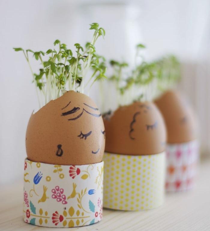 idée de petits germoirs, herbes, coquille d oeuf customisée à l aide d'un feutre, activité manuelle printemps, paques