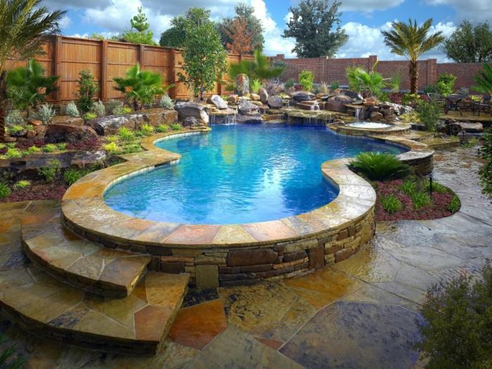 piscine surélevée, jardin tropical, palmier, piscine en pierre, cascades d'eau, plantes vertes