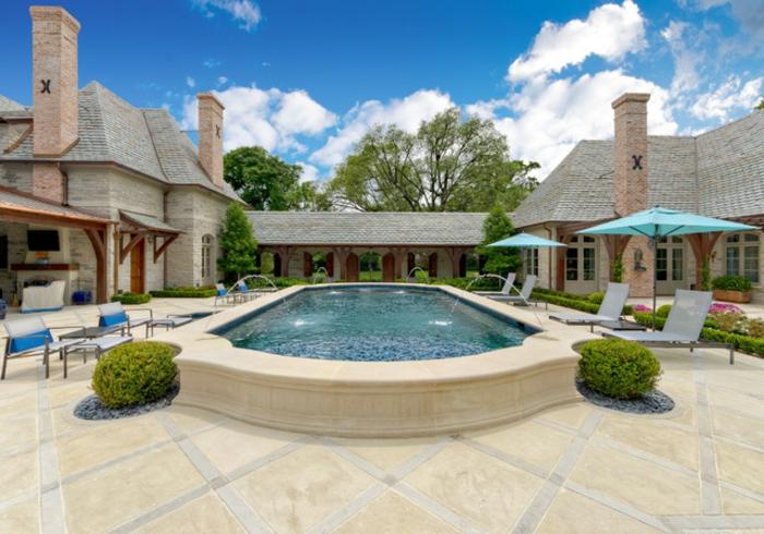 1001 conceptions cr atives pour une piscine sur lev e for Piscine x eau cognac