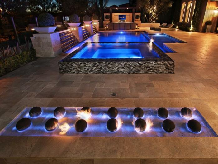 piscine surélevée, cascades d'eau, décoration feu, éclairage piscine en bleu, piscine hors sol