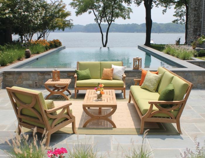 piscine surélevée, salon de jardin en bois, lanterne à bougies, piscine en pierre