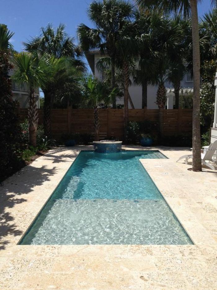 une élégante piscine géométrique, entourage piscine en pierre naturelle