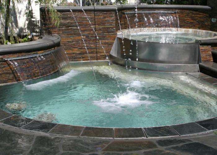 piscine hors sol, cascades d'eau, piscine extérieure, plantes vertes