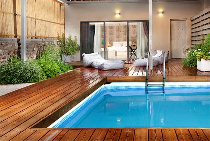 plage de piscine bois composite pour un effet écologique et authentique