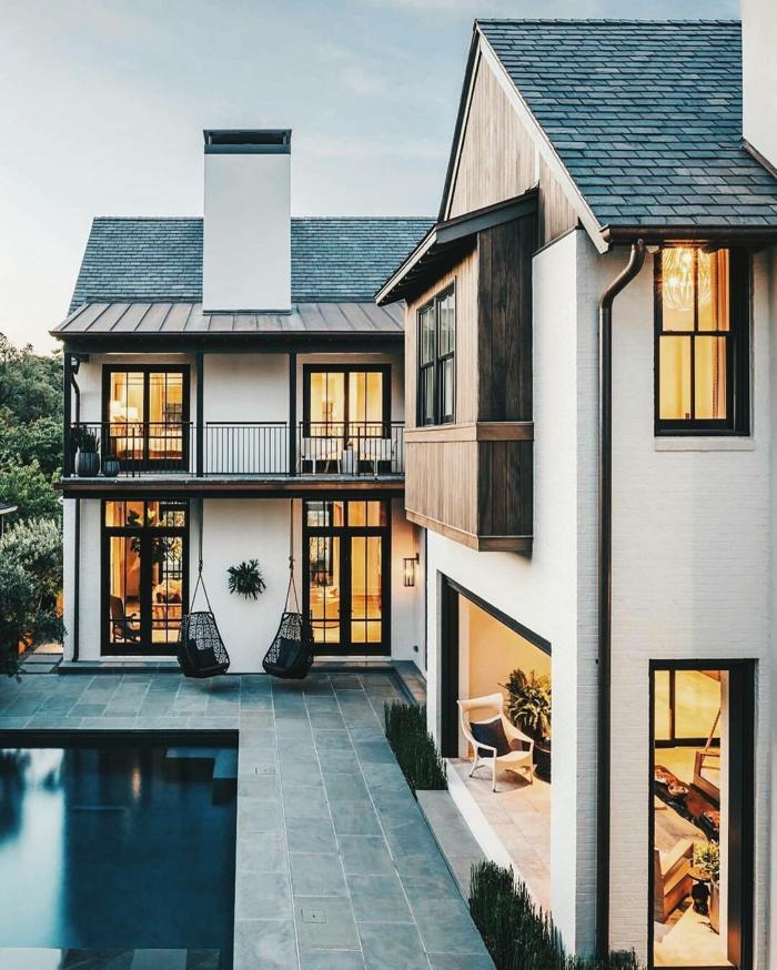 sol en dalles de pierre grise et verte, maison moderne avec pièce de transition vers le jardin et la piscine, un carrelage plage piscine très chic