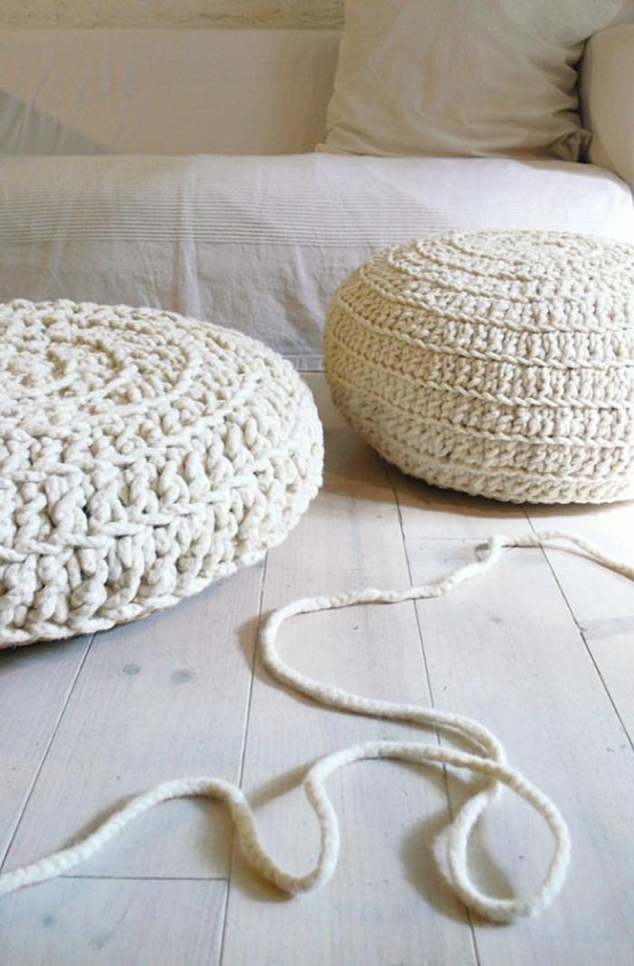 rembourrage pouf en coton, corde, pouf en crochet, parquet en bois