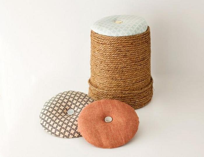 rembourrage pouf, housse en tissu beige, corde, tuto pouf