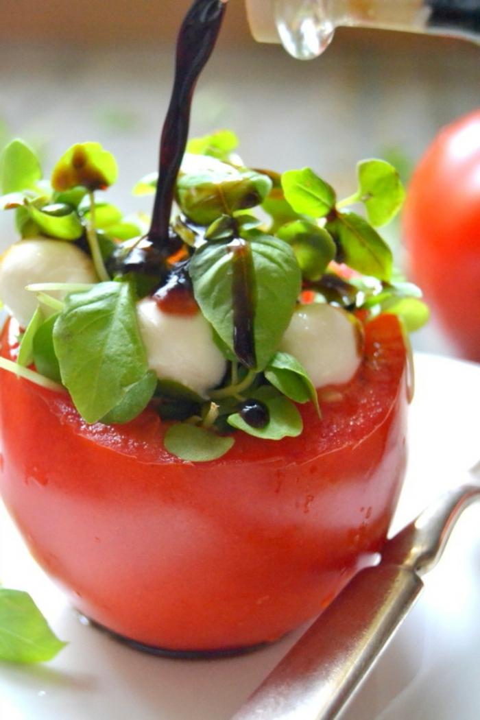 Salades composées originales; salade originale salade entrée tomate avec vinaigre