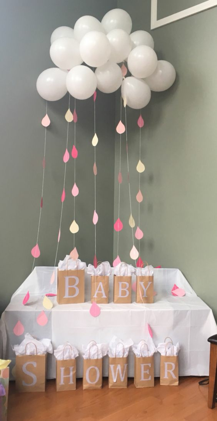 faire une nuage de ballons, une décoration baby shower diy créative et originale