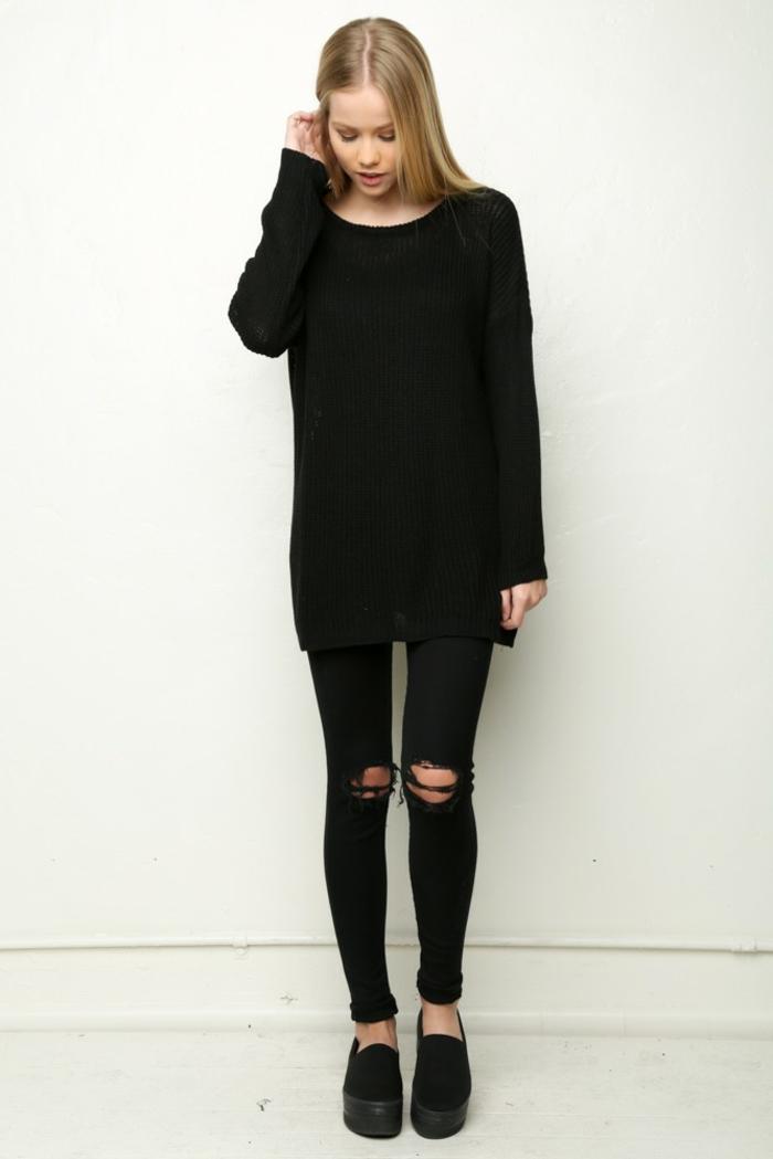 tenue jean noir déchiré, pull-over loose noir, cheveux raides et blonds