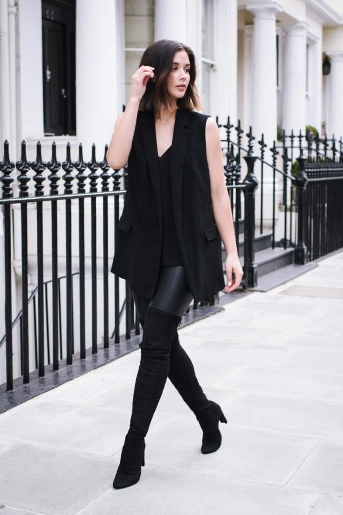 s habiller en noir, pantalon en cuir, bottes au-dessus de genou, blazer sans manches